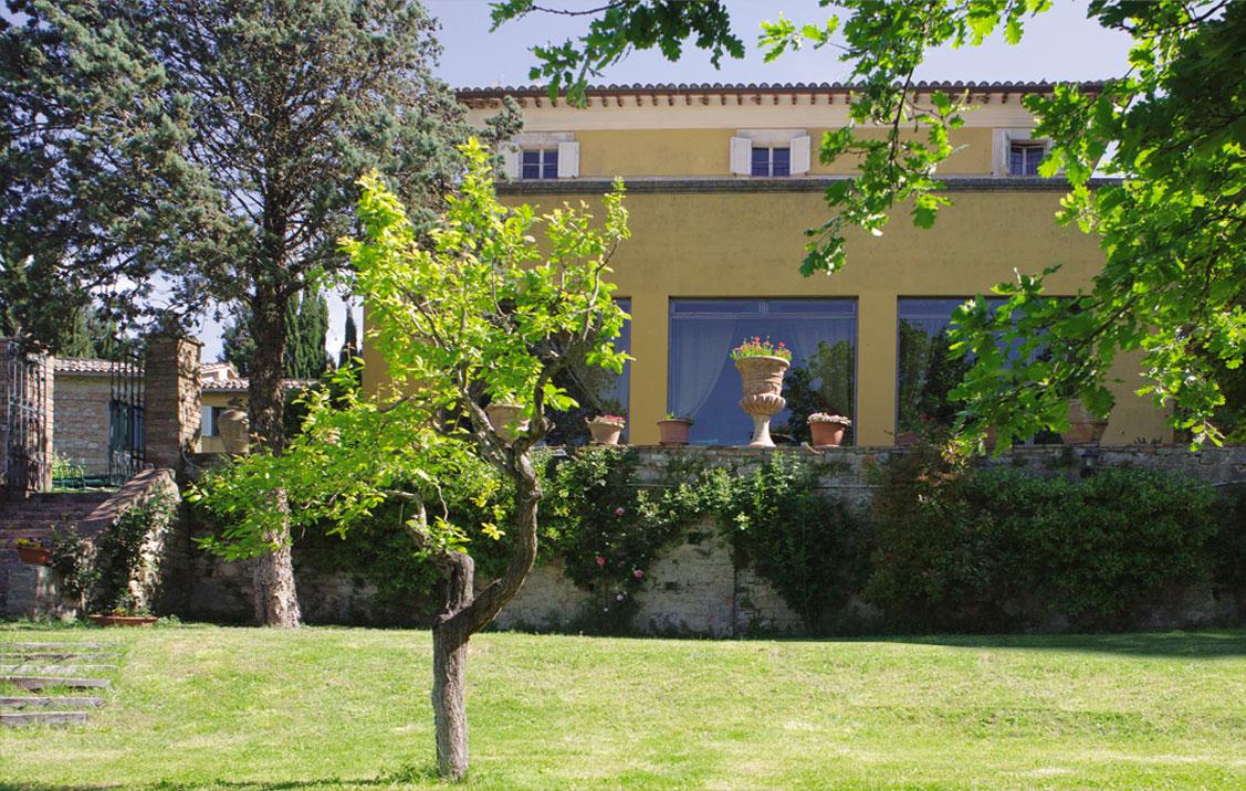 Il broglino dimora storica del xvii secolo todi perugia for Trasforma un semplice terreno in un colorato giardino